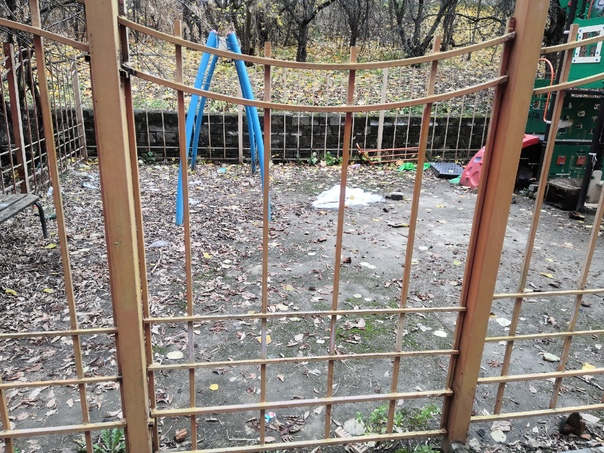 Детская площадка во дворе дома №9 на Лесной 3й год...