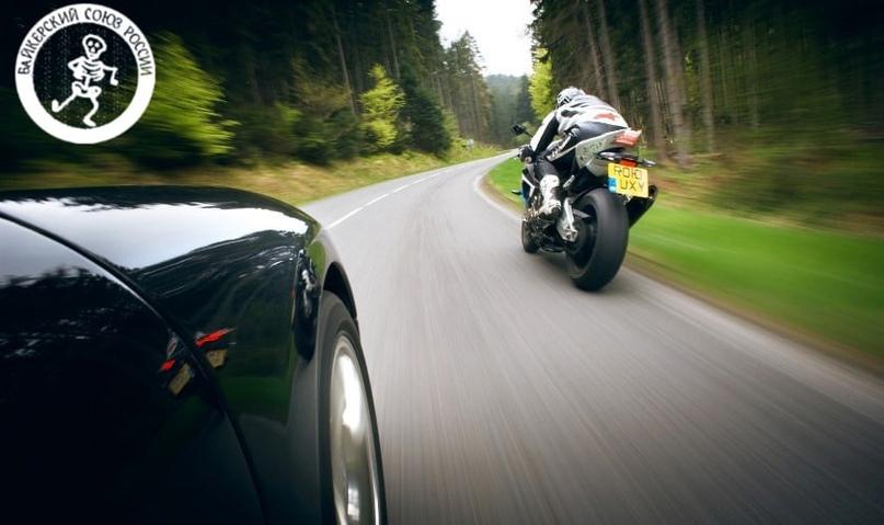 Регламентируют ли сторону проведения обгона для мотоциклистов