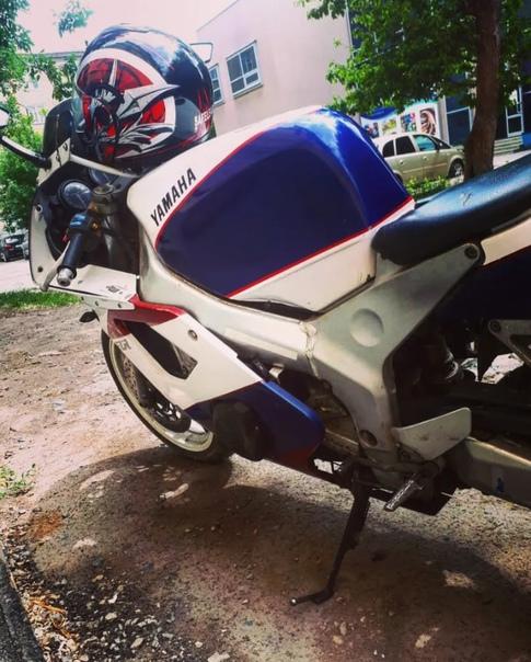 Продам или обменяю Yamaha FZR 400. Возможен торг. ...