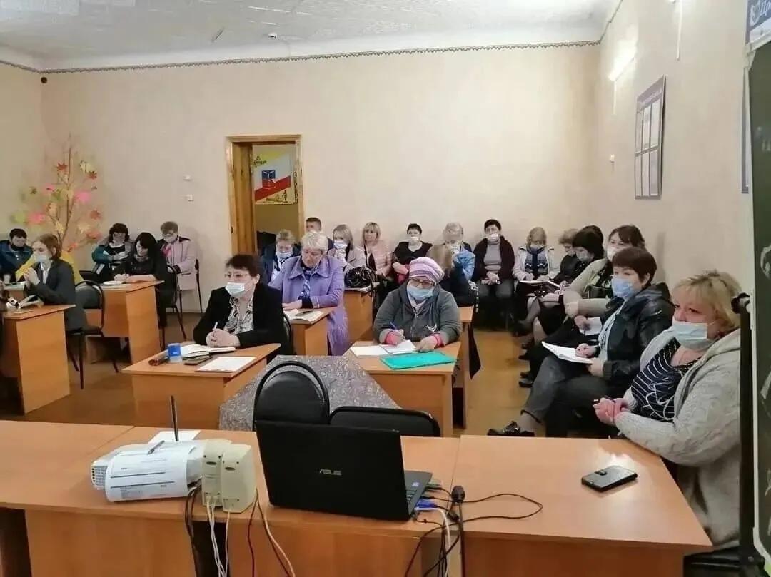 Сегодня в управлении образования администрации района состоялось внеплановое совещание с руководителями образовательных учреждений