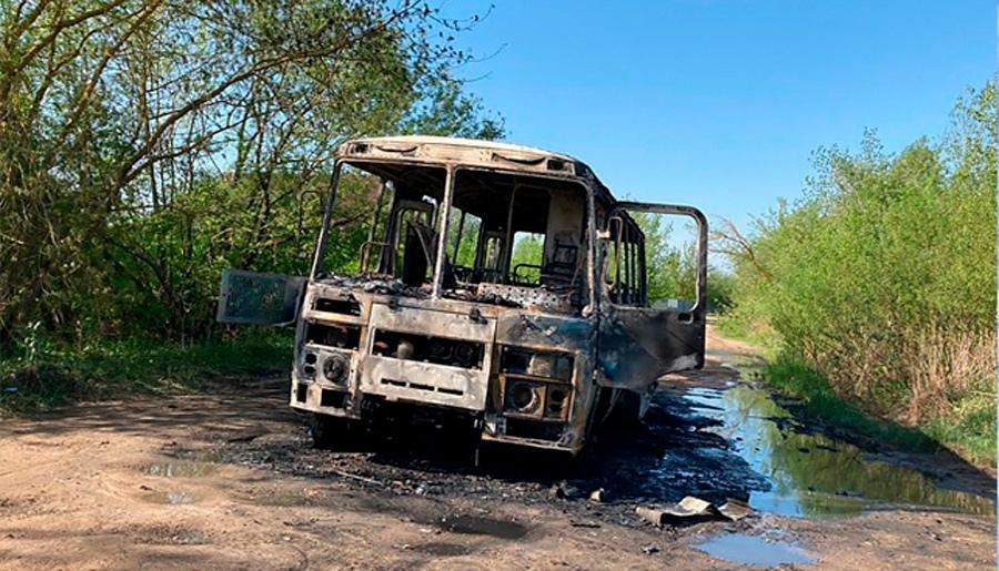 Опубликовано видео горящего автобуса в городе Кимры Тверской области   Видео