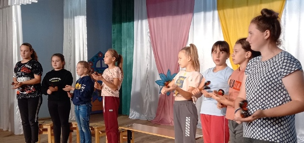Каждую среду и субботу воспитанники хореографической студии «Юность Сибири» спешат в Дом культуры села