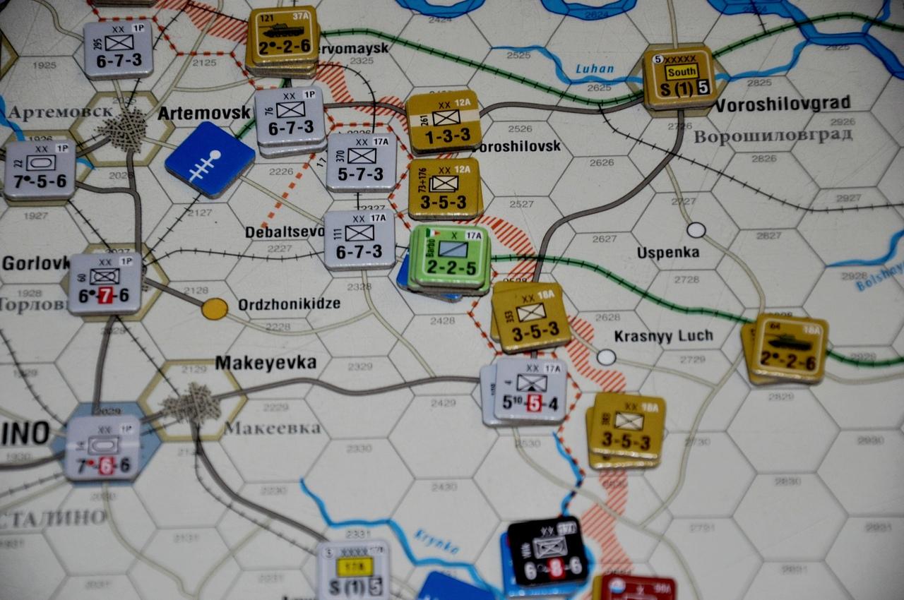 Союзники немцев выделены другими цветами и мы всегда можем понять где итальянцы, а где румыны