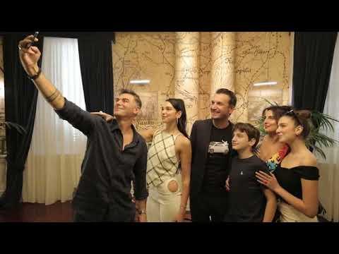 Top Channel Këngëtarja e famshme Dua Lipa mbërrin në Tiranë takohet me kryebashkiakun Veliaj