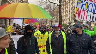 En direct: Marche pour les libertés avec les Gilets Jaunes