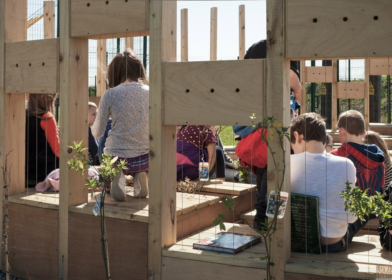 AP E's Hedge School outdoor classroom brings back 18th-century teaching methods