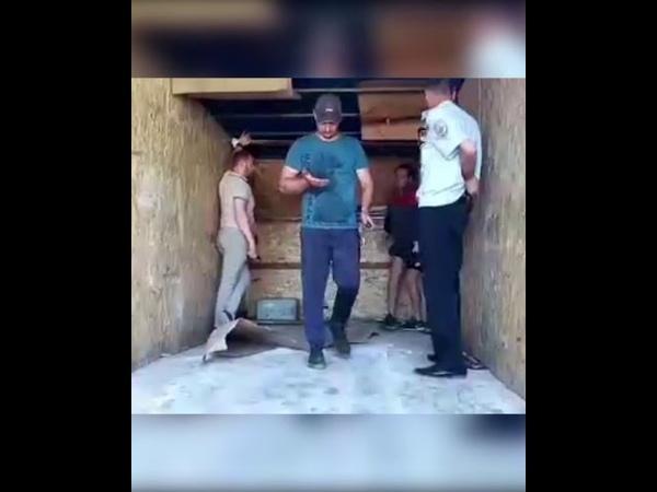 С Ульяновского автозавода пытались вывезти детали за фальш стенкой